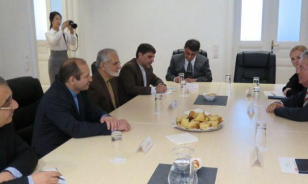 ایستادگی ایران متحد مقابل فشارهای آمریکا