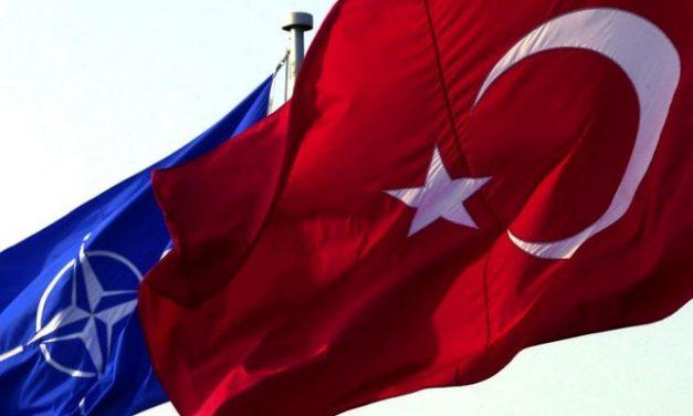 ترکیه میان ناتو و روسیه