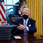 رسانه ها ؛ لغو هفده فرمان اجرایی ترامپ و…