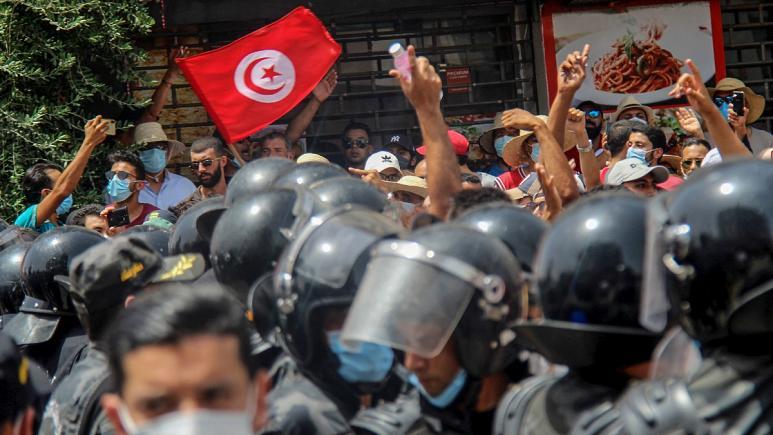 علل و زمینههای بحران سیاسی در تونس و چشمانداز آن